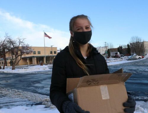 Students Distribute GLOW Tracts in Columbus